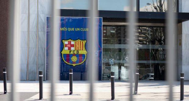 شعار برشلونة في الكامب نو