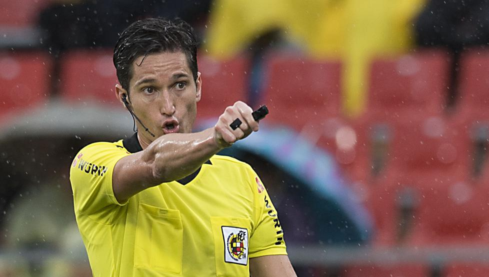مونويرا مونتيرو ،  حكماً لـ برشلونة - ريال سوسيداد 1