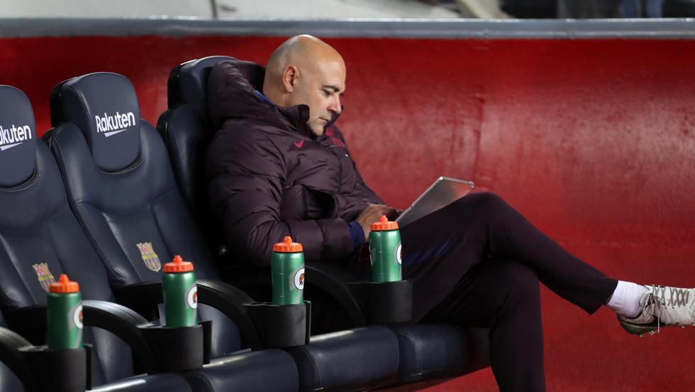 سبعة بطافات حمراء لمدرب حارس برشلونة في خمس سنوات 1